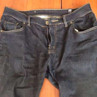 Jeans hitam merk triple