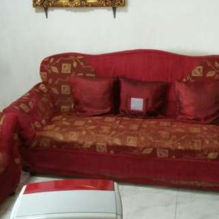 Sala Set With 5 Throw Pillows