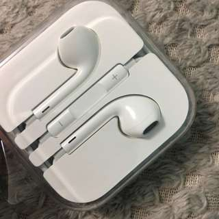 NEW ORIGINAL APPLE EARPHONES