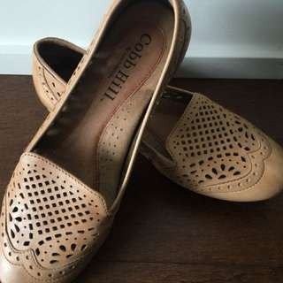 Cobb Hill Ivy flats in sand size 7.5M