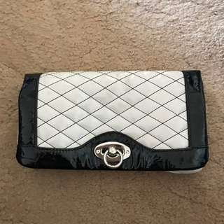 Cream/black Clutch