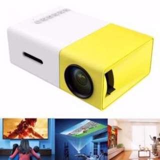 YG300 USB/SD/AV/HDMI Input Portable LED Projector Cinema Theater (Yellow)