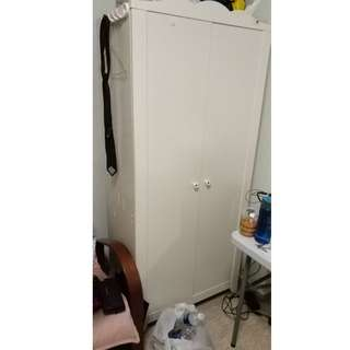 2 door cabinet and display cabinet .  Yew tee mrt 1 min self collection./ Male room @ yew tee, lakeside, bukit merah rent.