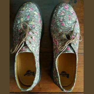 DR. MARTENS LIMITED EDITION LIBERTY OF LONDON FLORAL PRINT SHOES, Size 9