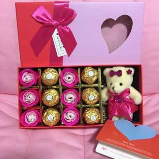 Ferrero chocolates with soap roses and keychain bear ! Perfect gift for all occasions 💋