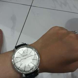 Jam tangan manik manik