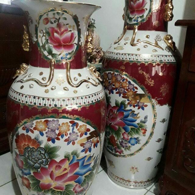 2 Chinese Jars