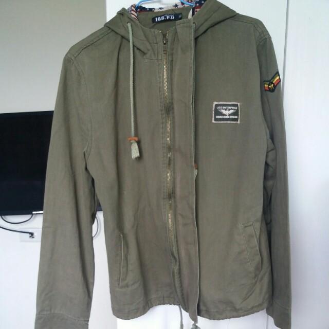 軍綠色裝外套秋季穿搭