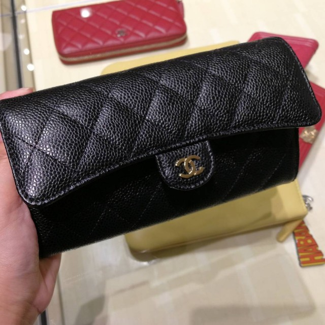 cef279f1e27874 Authentic Chanel Sarah Wallet, Luxury, Bags & Wallets on Carousell