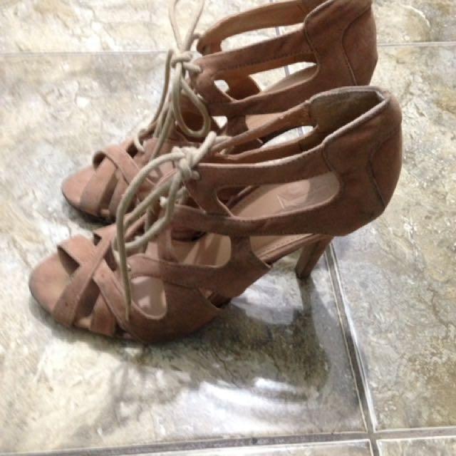 Classy heels 👠