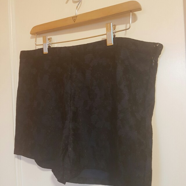 ForMe textured shorts