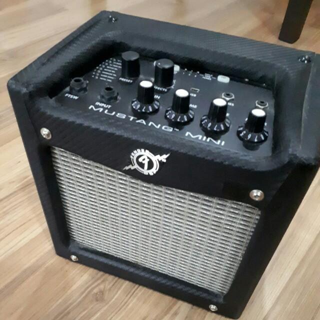 Fender Mustang Mini : guitar amp fender mustang mini music media music instruments on carousell ~ Russianpoet.info Haus und Dekorationen