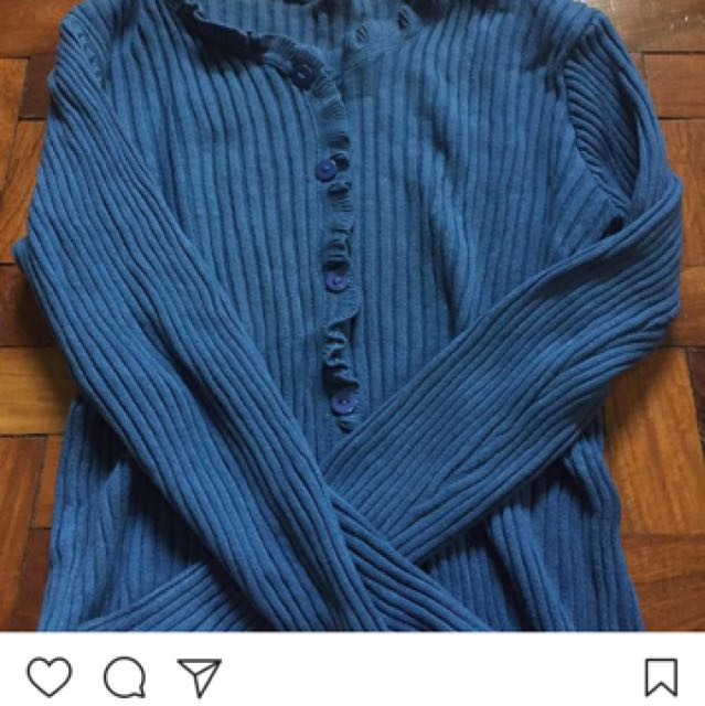 knit long sleeved shirt