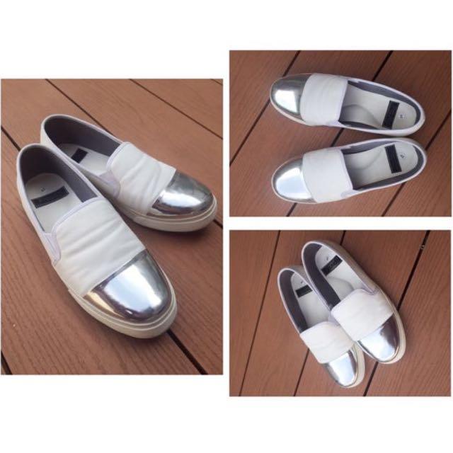 Sepatu Proudly Shoes Slip On