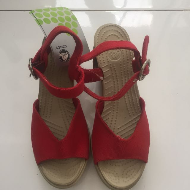 WEDGES BY CROCS