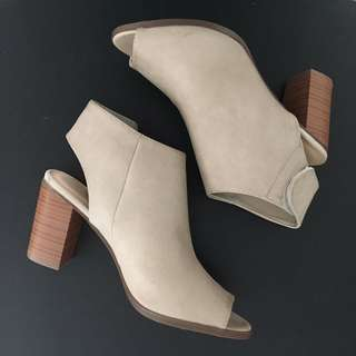 BRAND NEW CALL IT SPRING FONGARA ANKLE BOOT (BONE) SIZE 7.5