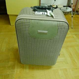 【舊愛好物 二手市集】 生活周邊 行李箱 有影片可參考 一個18吋 一個小一點 買大送小 兩個500