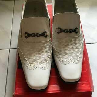 Sepatu fantovel white
