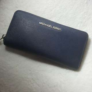 Michael kor jet set travel wallet in navy blue