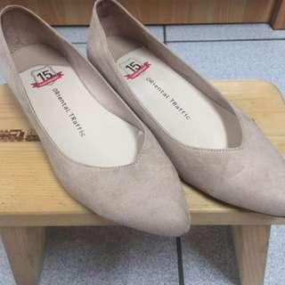尖頭低根素面女鞋