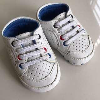 INFANT newborn shoe  size: UK 0 Euro 19