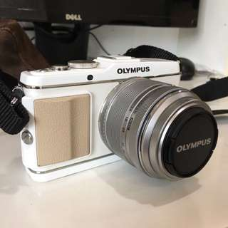 Olympus PEN E-P3 with 14-42 Lens