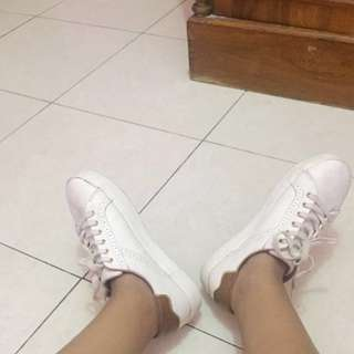 Pull n Bear White leather sneakers