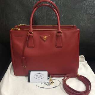 Prada Saffiano Lux (medium)