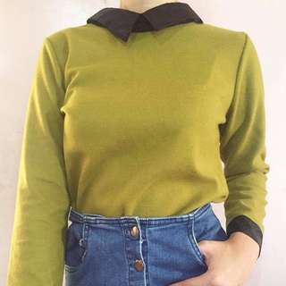 Green pullover with collar