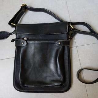 100% leather shoulder bag for men