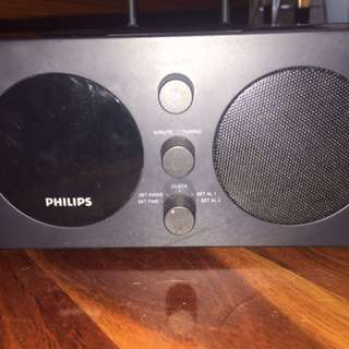 PHILIPS RADIO ALARM WITH IPOD/IPHONE CONNECTOR