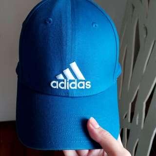 愛迪達藍色老帽