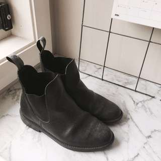 LEATHER CHELSEA BOOTS 37
