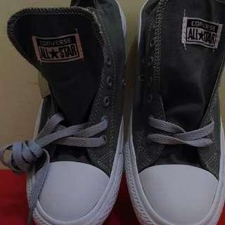 Sepatu Sneaker Converse