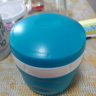 Thermos 8oz capacity container