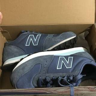 New balance shoes size 8 worn only for few hours excellent condition