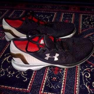 Underarmour shoes (Authentic/Preloved/Still got Life/Still Kicking)