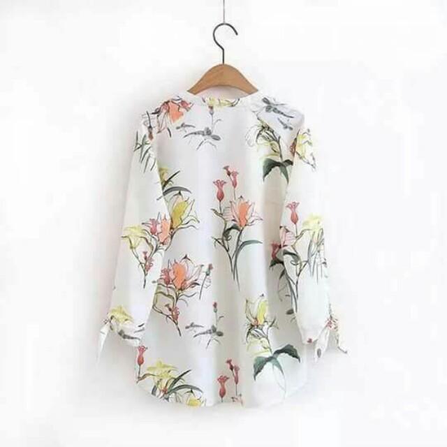 😊 Floral blouse