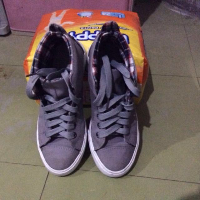 Almost new kicks shoes high cut 😊 repriced