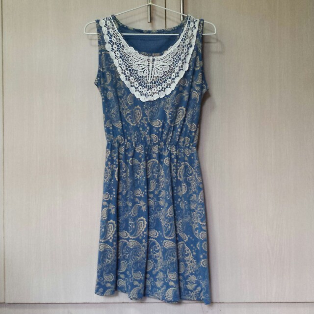 Blue paisely sleeveless dress