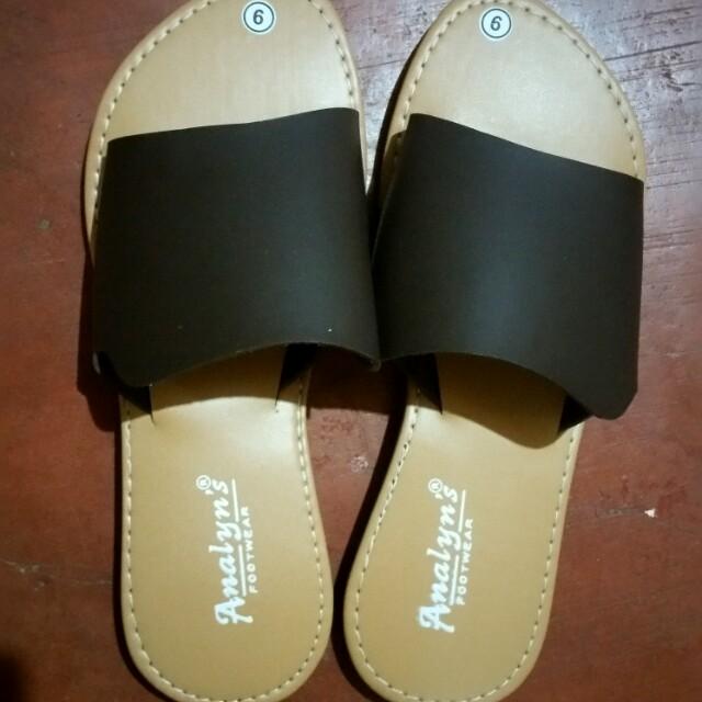 Brown trendy flat sandals