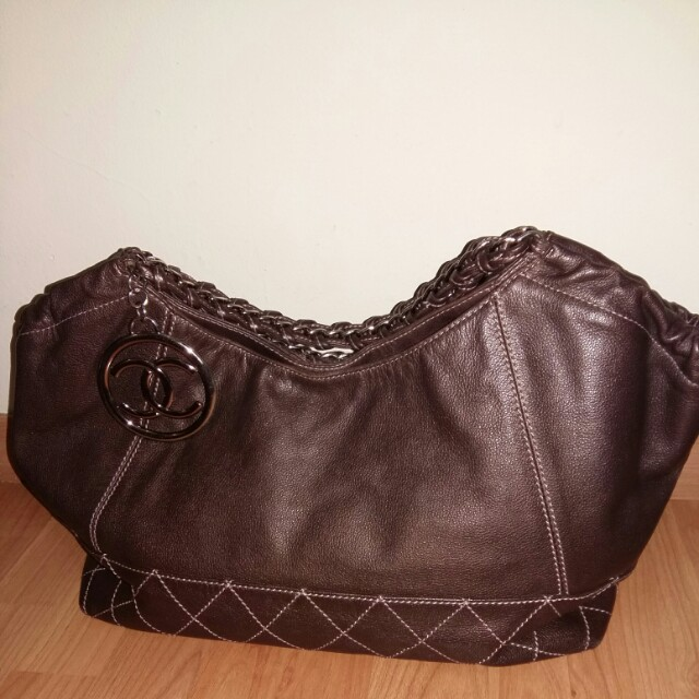 Chanel not authentic with good condition