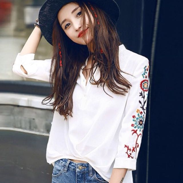EMBROIDERY FLOWER TOP