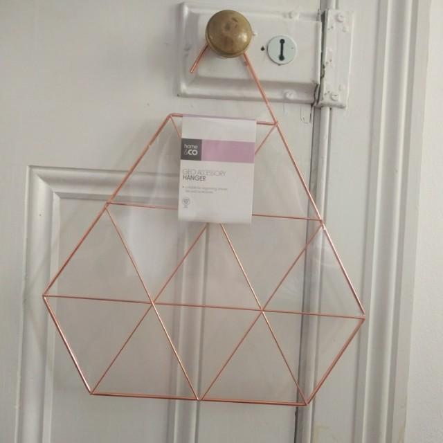 Geo Accessory Hanger
