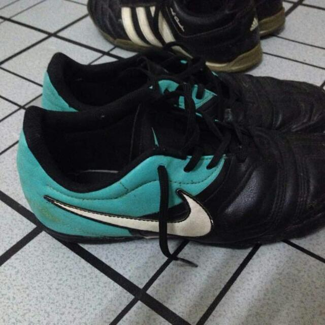 Joseph Banks traición base  Kasut Futsal Nike Ctr360 Rare, Sports, Athletic & Sports Clothing on  Carousell