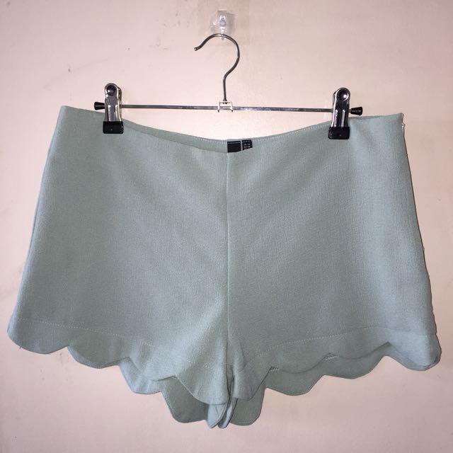 LZD scallop hem shorts