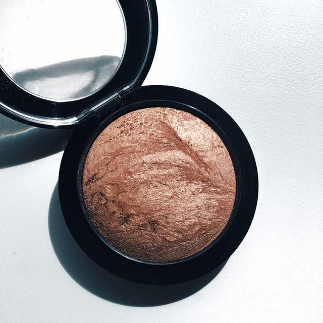 MAC Mineralise Skinfinish: in Cheeky Bronze.