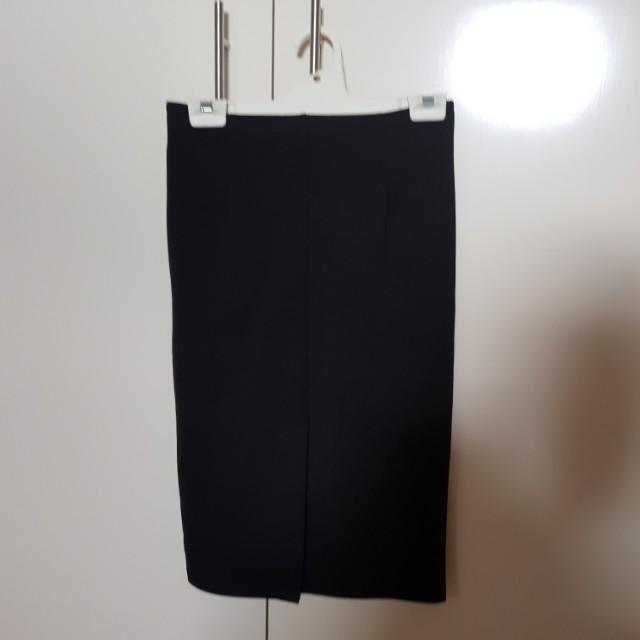 Midi skirt w/ slit