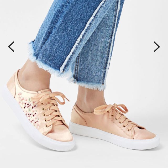 📍NEW📍Topshop Embroidered Trainers