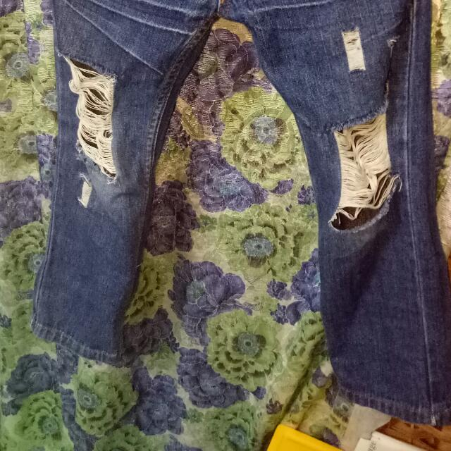 UNIQLO TATTERED jeans for kids.